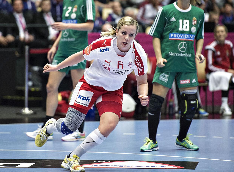 Anne Mette Pedersen i aktion på det danske kvindelandshold i håndbold.