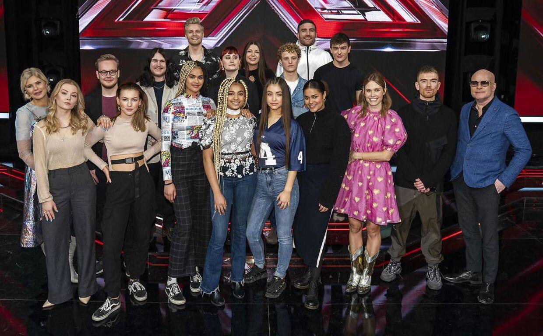 Alle de oprindelige deltagere i 'X Factor'. Nicklas, bagest til venstre, er siden røget ud.
