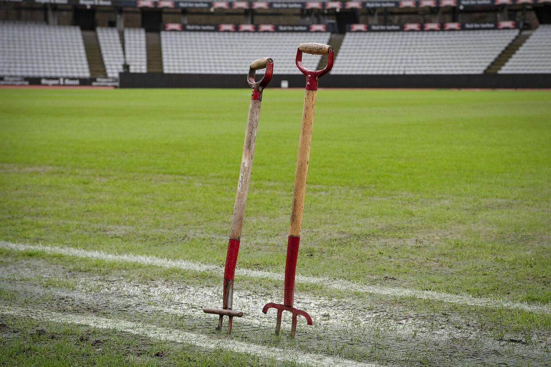 Den planlagte Superliga-kamp søndag 16. februar mellem AGF og Randers blev aflyst i Ceres Park på grund af sumpet bane.