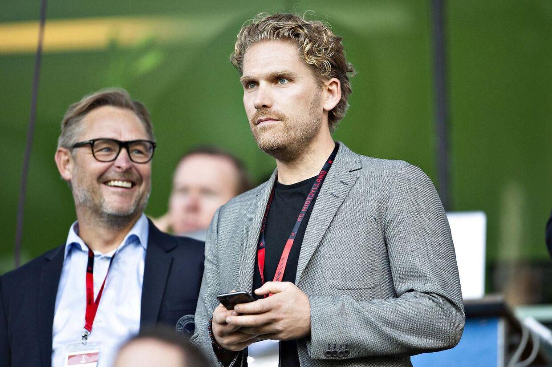 FC Midtjyllands bestyrelsesformand Rasmus Ankersen, til højre, i selskab med Superliga-klubbens direktør Claus Steinlein.
