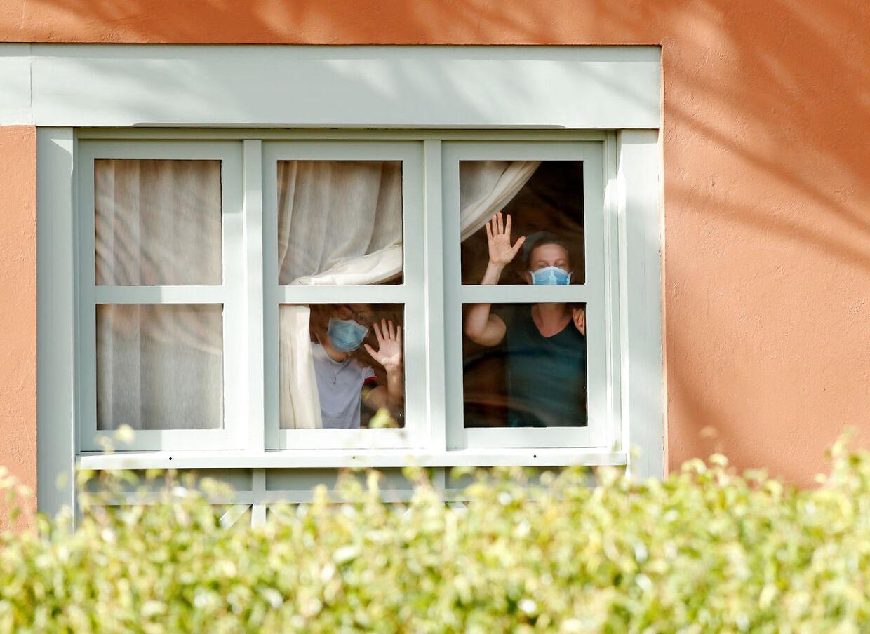 Hotelgæster i corona-karantæne på hotel H10 Costa Adeje Palace i Tenerife.