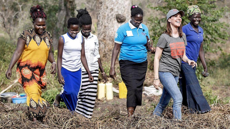 Torsdag d. 27. februar besøgte prinsessen flygtninge-kvinder i Arua der lever af at dyrke søde kartofler. Kvinderne fortalte om deres frygtelige oplevelser, da de flygtede fra Sydsudan.