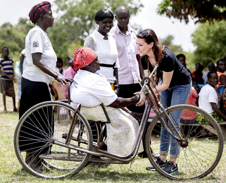 Prinsesse Marie var fredag også ude at se et sundhedscenter i en landsby.