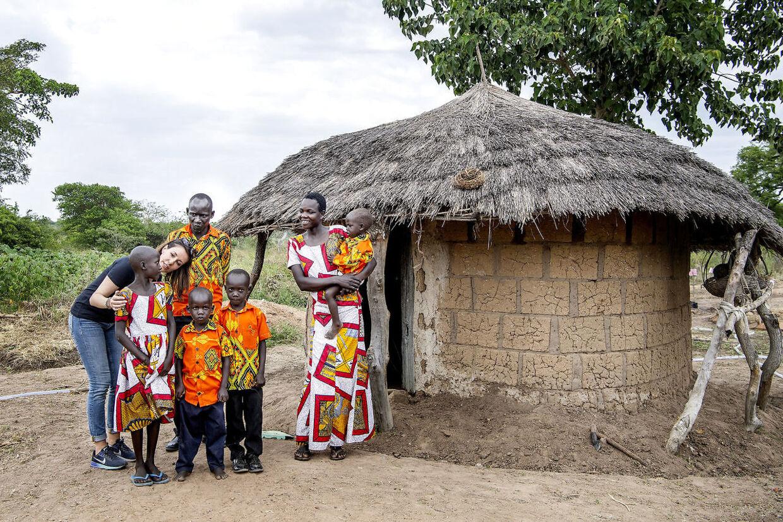 Prinsesse Marie mødte mange stærke kvinder i Uganda, blandt andet Janet, der har lært at plante andre afgrøder, der kan klare sig i Ugandas klima, og som nu kan give sine børn mad to gange om dagen.