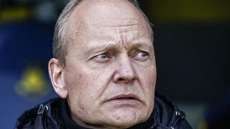 Niels Frederiksen tror, at der nok skal en sejr mere til, før top seks er sikret.