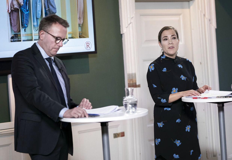 Fungerende finansminister Morten Bødskov og social- og indenrigsminister Astrid Krag præsenterede den 30. janaur udspillet til en ny udligningsreform. Siden da har regeringen høstet megen kritik for bl.a. at hemmeligholde vigtige oplysninger. (Foto: Liselotte Sabroe/Scanpix 2020)