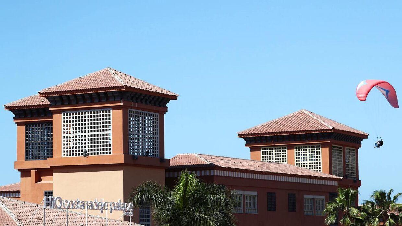 Hotel H10 Costa Adeje Palace i den spanske by Adeje på Tenerife blev i sidste uge sat under karantæne. Godt 700 hotelgæster var dermed isoleret på hotellet.