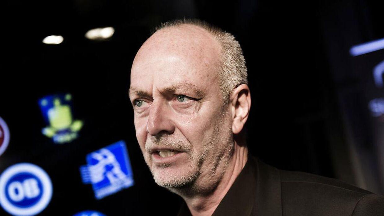 Direktør i Divisionsforeningen Claus Thomsen er ikke bekymret, selvom seertallet til Superliga-kampene på Canal 9 styrtdykker.