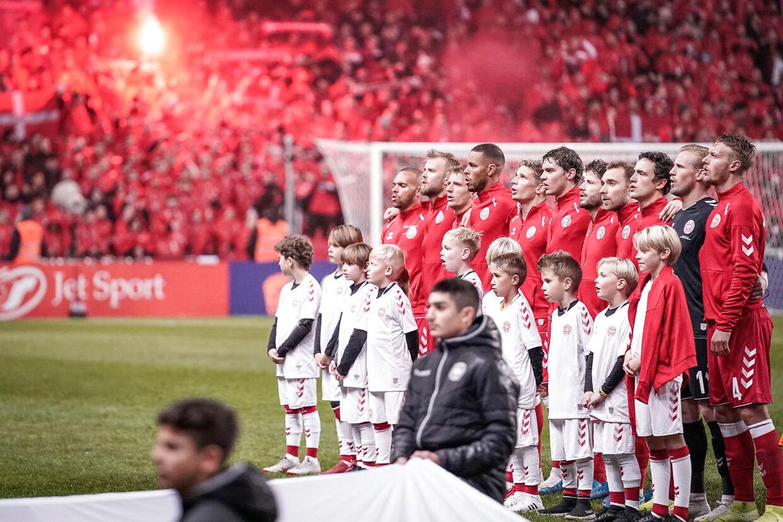 Den danske herrelandshold skal, som det står nu, åbne sin EM-slutrunde i Telia Parken mod Finland 13. juni