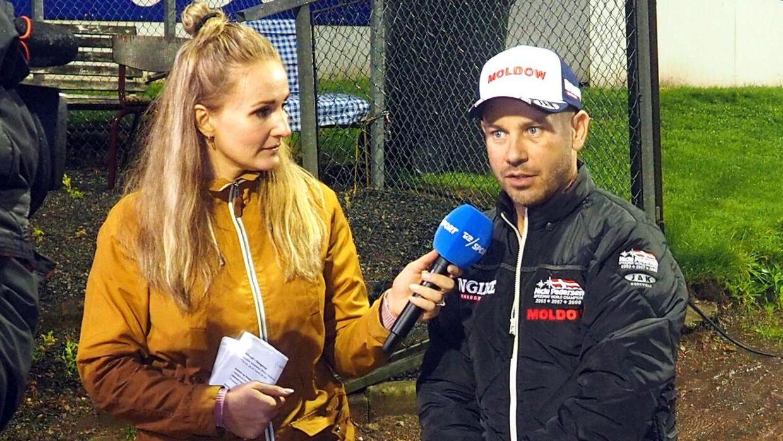 Stine Bjerre Mortensen arbejder til dagligt hos TV 2. Her under Danish Speedway League i september 2019.