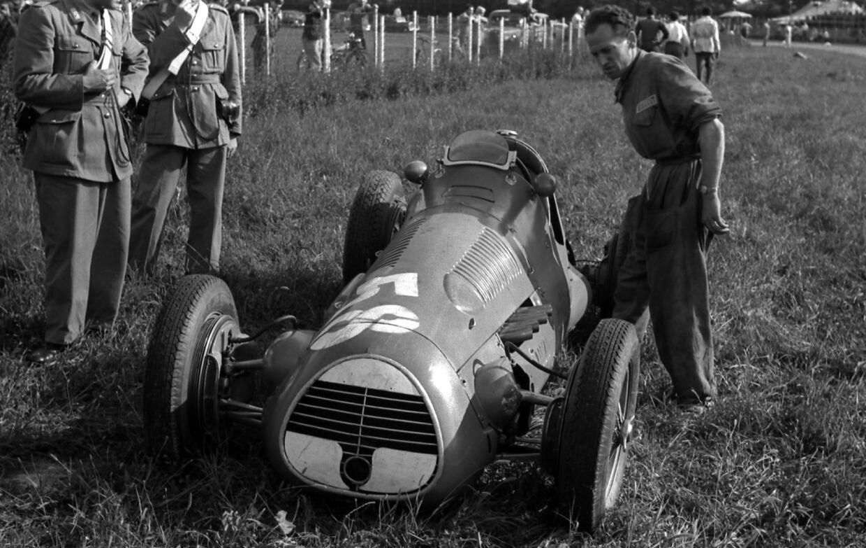 Da kun Ferrari havde en seriøs bil klar til 1952-sæsonen, besluttede man sig for at afvikle VM i både 1952 og 53 for Formel 2-biler.