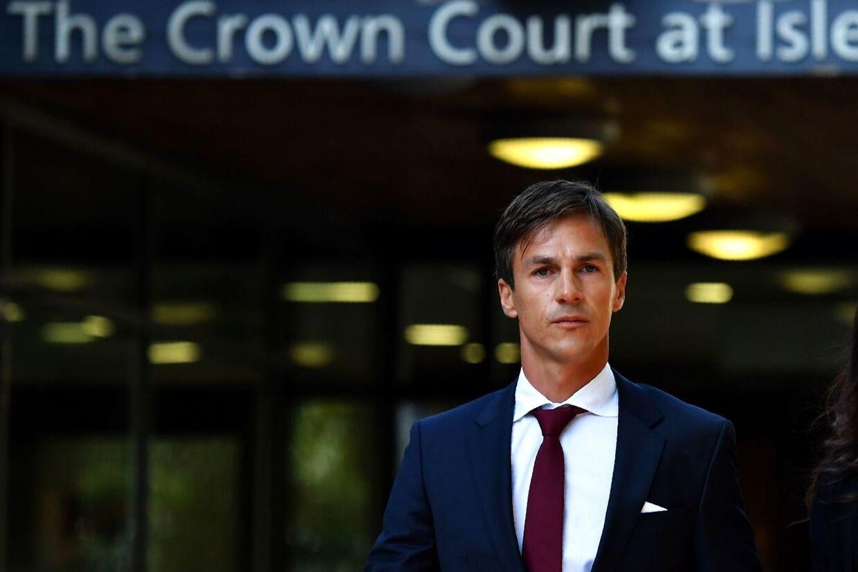 Thorbjørn Olesen forlader Isleworth Crown Court efter et retsmøde i september 2019.