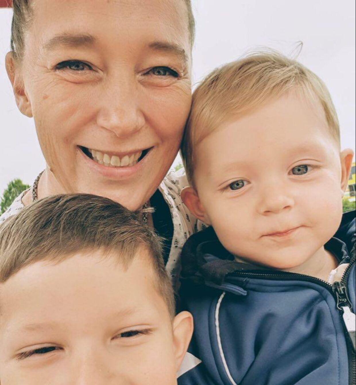 Rinnie Mathilde Ilsøe med to af sine drenge