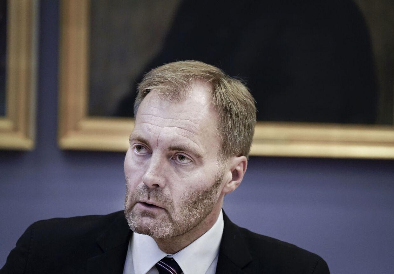 Dansk Folkepartis retsordfører, Peter Skaarup, bakker op om en dobbeltstraf for kriminalitet begået i relation til coronakrisen. Han vil bringe det op for justitsministeren. (Foto: Liselotte Sabroe/Ritzau Scanpix)