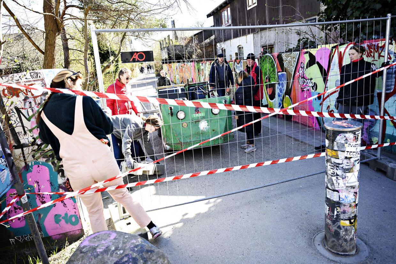 Christiania bliver lukket, lørdag den 21. marts 2020. Alt for mange gæster de seneste dage har fået fristaden Christiania til at lukke for besøgende fra lørdag klokken 12 af hensyn til faren for smitte med coronavirus.