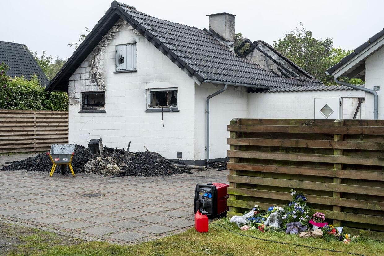 Brandteknikere og folk fra Beredskabstyrelsen var i maj 2019 i gang med at undersøge brandstedet på Bytoften i Blåvand. Nu skal sagen mod en 20-årig tysk statsborger for retten. (Arkivfoto) John Randeris/Ritzau Scanpix