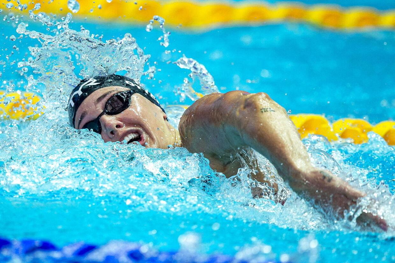 Jeanette Ottesen i aktion i svømmebassinet.