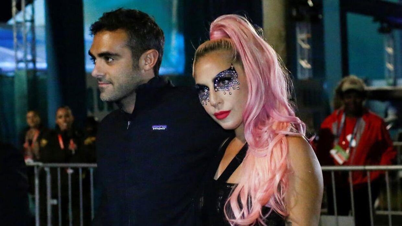 Lady Gaga har valgt at udskyde sit album som følge af coronakrisen.