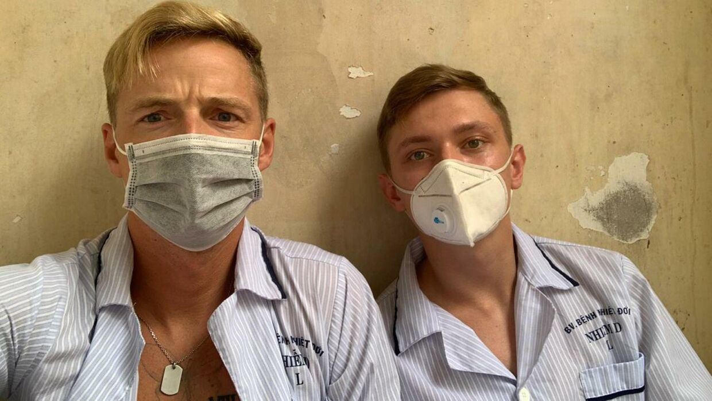 22-årige Patrick Friis (th.) og 28-årige Frederik Dahl Andersen er lige nu fanget på et hospital i Vietnam.