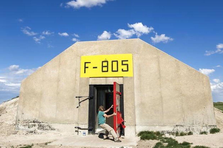 De allerrigeste går under jorden. Her smækker Lyle Goodman ståldøren i til doomsday-slottet Vivos xPoint i staten South Dakota.