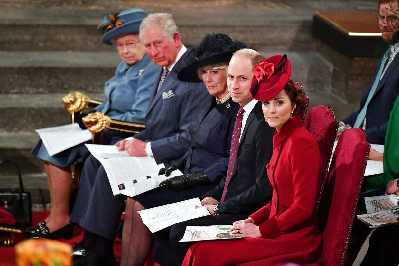 9. marts deltog prins Charles i en offentlig begivenhed med hele sin nærmeste familie. 16 dage senere, 25. marts, blev han erklæret smittet med corona.