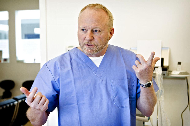 Speciallæge Stig Ekkert vil gerne behandle coronapatienter med malariamidlet klorokin. Han mener, at erfaringer fra Kina og Frankrig er lovende.