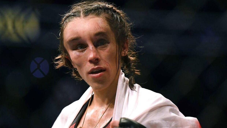 Joanna Jedrzejczyk umiddelbart efter kampen.