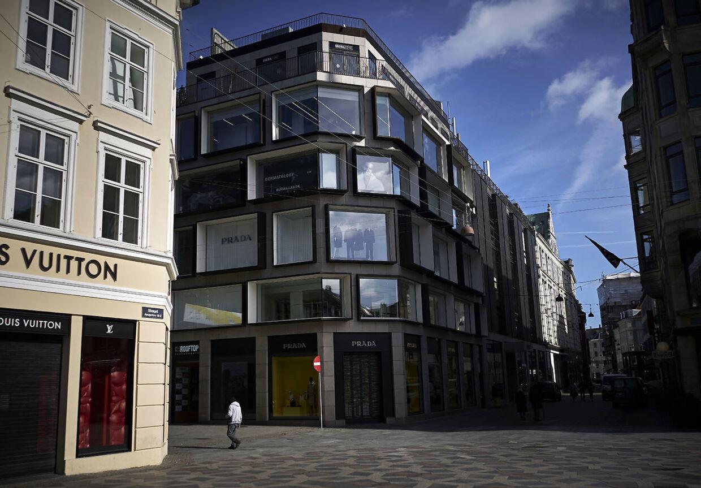Der er langt mellem kunderne på Strøget. Her på Højbro Plads.
