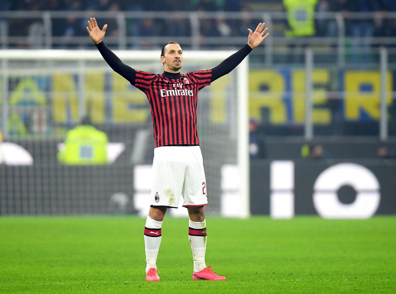 Zlatan Ibrahimovic fejrer en scoring mod sin tidligere klub, Inter.