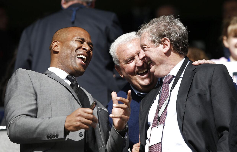 Les Ferdinand (tv) sammen med Roy Hodgson.