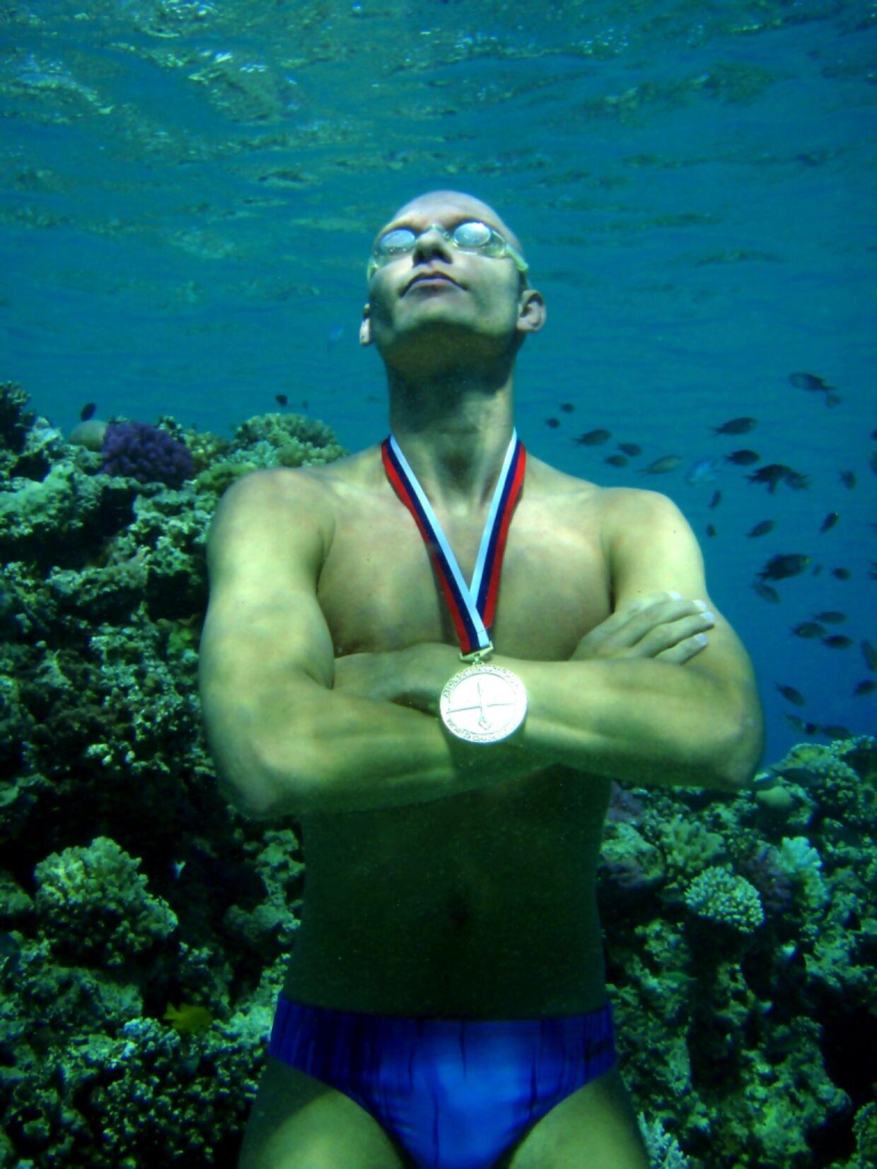 Stig Severinsen har vundet verdensmesterskabet i fridykning fire gange og var den første i verden til at holde vejret i 22 minutter.