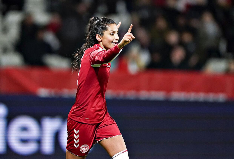 Nadia Nadim fejrer en scoring mod Georgien i 8-0-sejren.