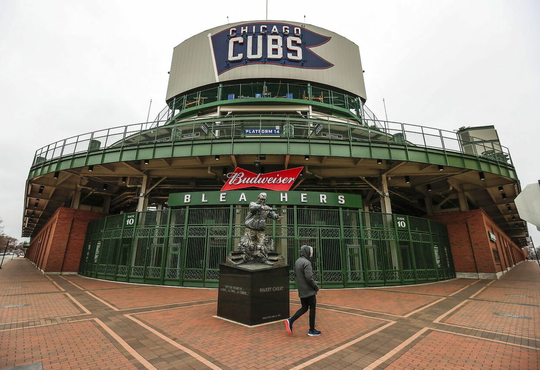I går var baseballsæsonens første og ofte største dag. Men ligesom i resten af USA var Chicagos stadion, Wrigley Field, lukket og låst.