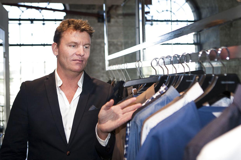 Bestseller er ikke den eneste modevirksomhed, der er ramt af coronakrisen. Også hos DK Company har direktør Jens Poulsen måttet ty til fyringer.