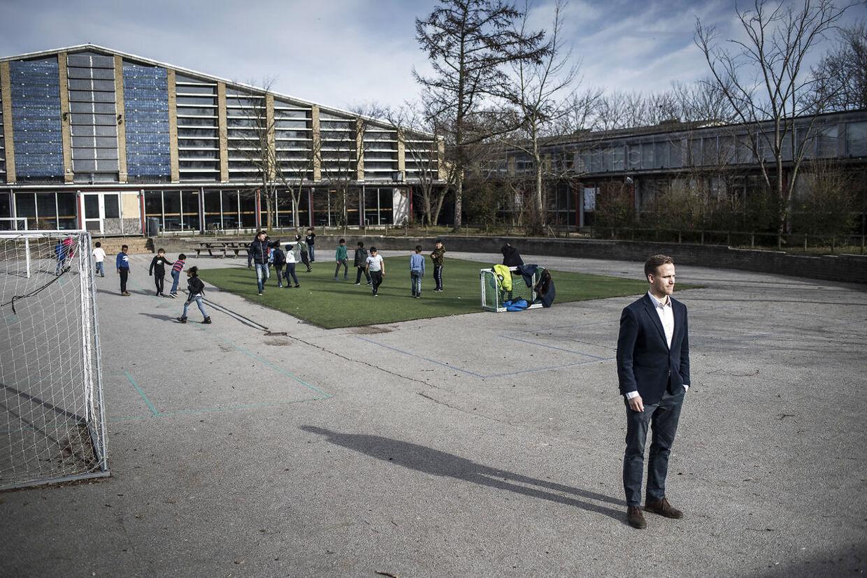 Her ses det, hvordan der ser ud på en normal dag, når der er frikvarter i Tingbjerg Skole.