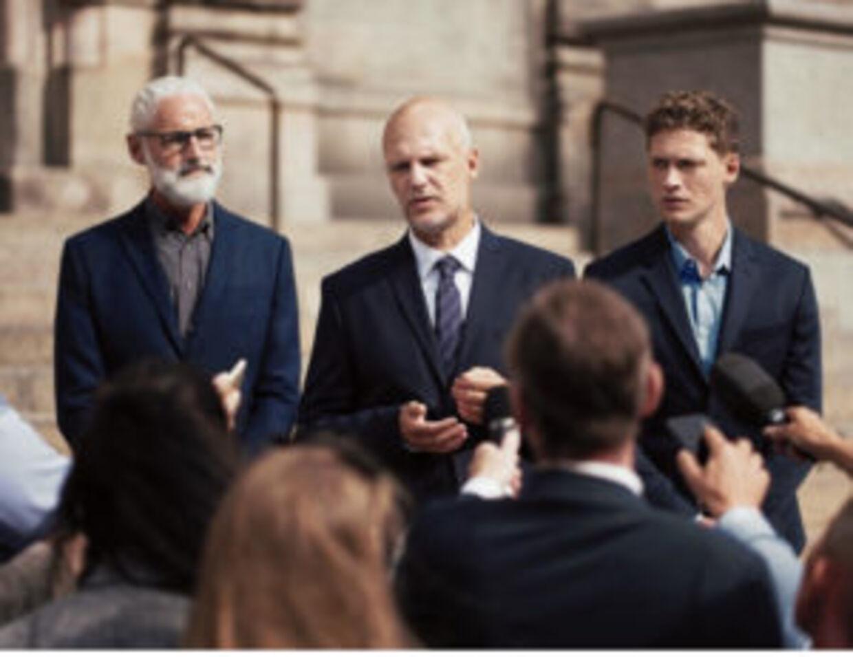 Her kan man se et billede, hvor jeg står som politikker sammen med Troels Lyby foran Christiansborg, og mere må jeg så ikke sige, foræller Jess Høeg. (Foto: Andreas Omnik)