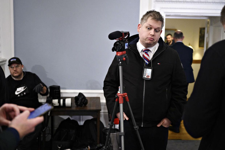 Rasmus Paludan deltager som presse, da statsministeren, sundheds- og ældreministeren samt en række myndighedsrepræsentanter holdt pressemøde om COVID-19 i Spejlsalen i Statsministeriet tirsdag den 17. marts 2020.