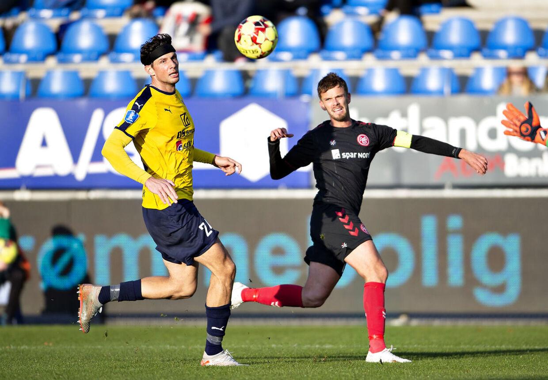AaB's Lucas Andersen mod Hobros Rasmus Minor Petersen i 3F Superliga-kampen mellem Hobro IK og Aab på DS Arena i Hobro , 5. oktober 2019.. (Foto: Henning Bagger/Ritzau Scanpix)