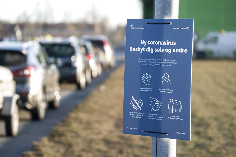 Kø foran genbrugspladsen i Fredericia Kommunes tirsdag morgen.