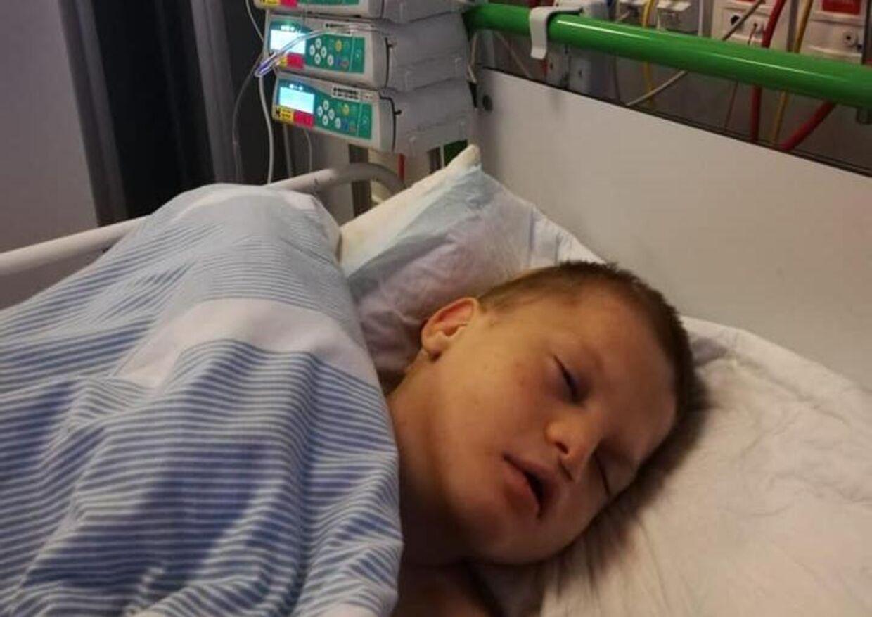 Niårige Mads har siden fredag har været indlagt på Rigshospitalets semi-intensive afdeling med voldsomme smerter.