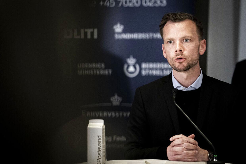 Beskæftigelsesminister Peter Hummelgaard taler til pressemøde om en styrkelse af den midlertidige lønkompensationsordning under COVID-19-krisen, i Eigtveds Pakhus i København mandag den 30. marts 2020.. (Foto: Niels Christian Vilmann/Ritzau Scanpix)