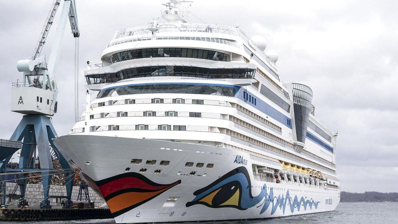 Krydstogtskibet AIDAmar ligger i Fredericia torsdag den 2. april 2020. 479 besætningsmedlemmer er stadig ombord på skibet, som dog ikke har passagerer ombord. Besætningsmedlemmerne må ikke gå fra borde på grund af risikoen for COVID-19 smitte.