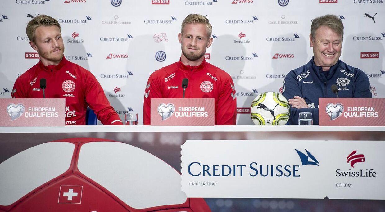 Fra venstre: Simon Kjær, Kasper Schmeichel og Åge Hareide.