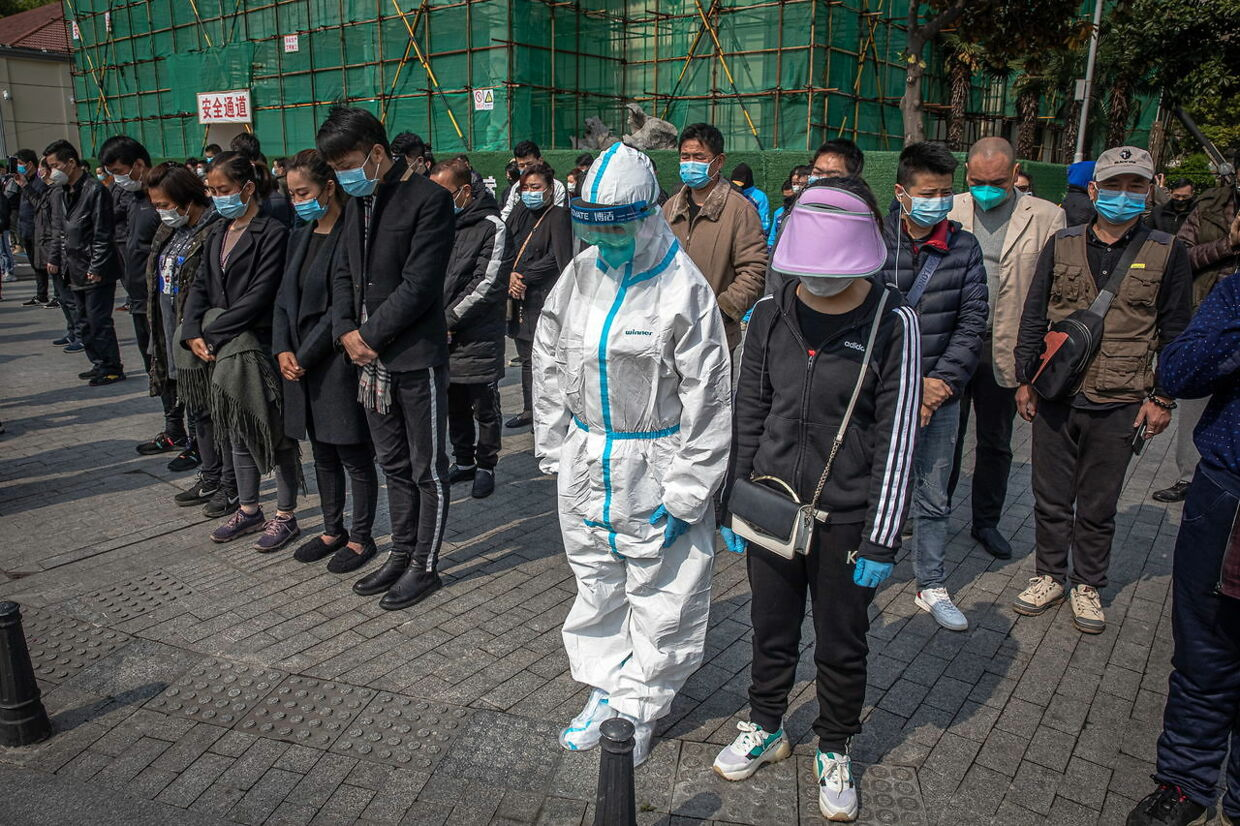 epa08342312 People observe three minutes of silence to mourn for the coronavirus and COVID-19 victims in Wuhan, China, 04 April 2020. On 04 April, China held nation-wide mourning for people who died during the outbreak of coronavirus and COVID-19. EPA/ROMAN PILIPEY
