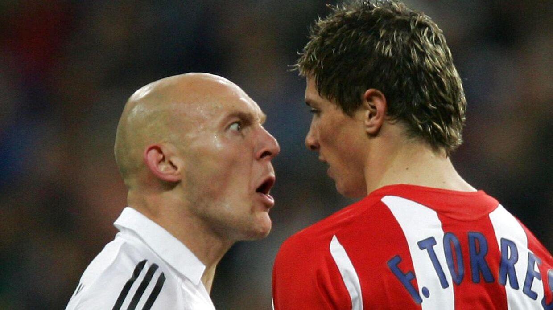 Thomas Gravesen skælder ud på Fernando Torres i et derby mellem Real Madrid og Atlético Madrid på Santiago Bernabeu i marts 2006.