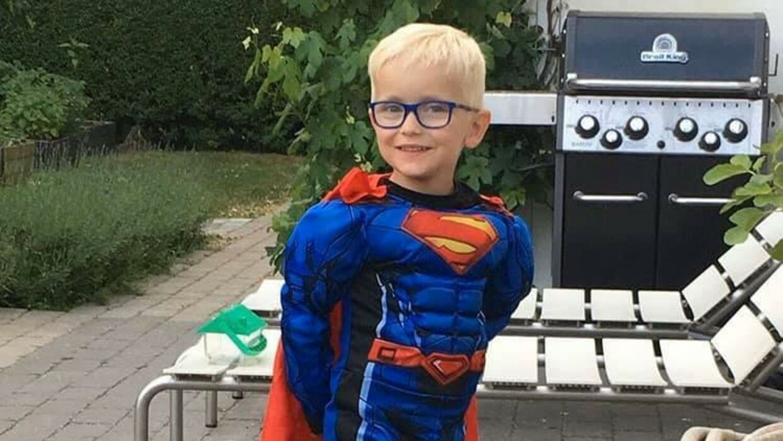 Seksårige Felix ses her i sit Superman-kostume. Hans skæbne betyder nu, at politikerne på Christiansborg skal tage stilling til borgerforslaget om sorgorlov til forældre, der har mistet børn mellem 0 og 18 år. Privatfoto
