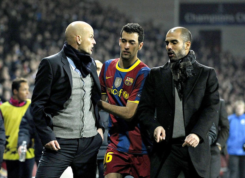 Sergio Busquets forsøger at skille Ståle Solbakken og Pep Guardiola ad.