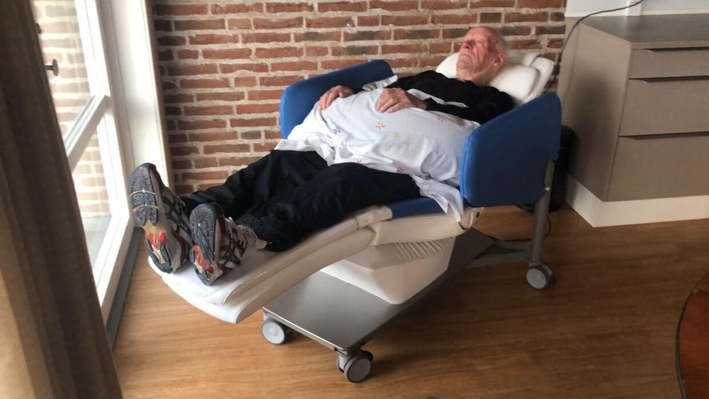 For tiden er der ekstra lang kø til plejehjemmets wellness-gyngestol.