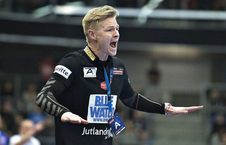 Jesper Jensens Esbjerg-hold bliver kåret til dansk mester i kvindernes liga, da vestjyderne lå nummer et, da al spil blev suspenderet.