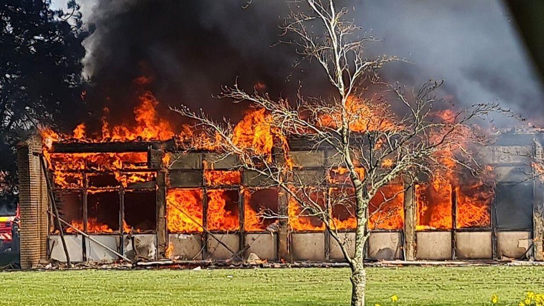 Brandvæsnet ved ildebrand i det gamle rådhus på Sydals i Høruphav på Als.